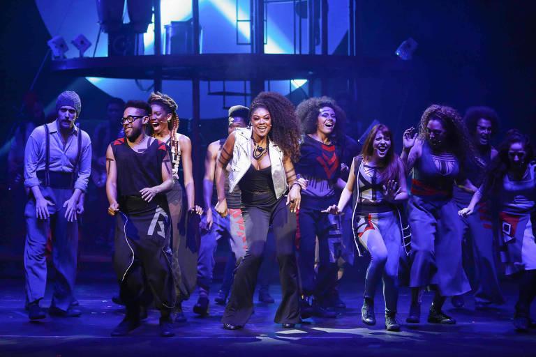 """Cena do musical """"Rio Mais Brasil"""", dirigido por Ulysses Cruz e inspirado em Darcy Ribeiro"""