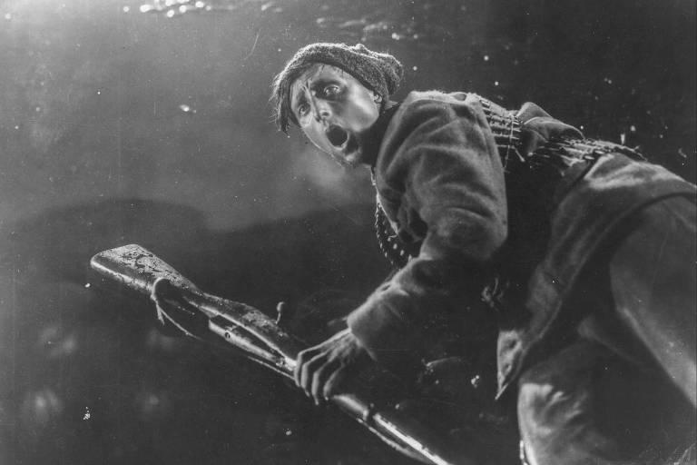 """Cena de """"Outubro"""" (1928), de Aleksandrov e Sergei Eisenstein"""