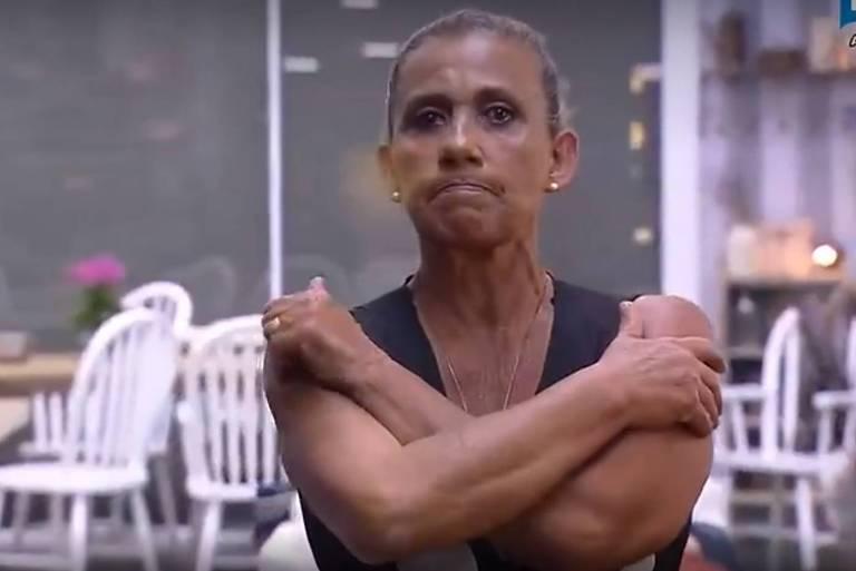 Rita Cadillac se entristece com a saída de Aritana em 'A Fazenda'