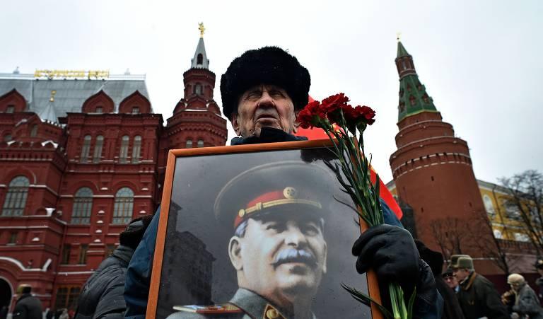 Influencers stalinistas nas redes sociais são sintoma de uma sociedade doente