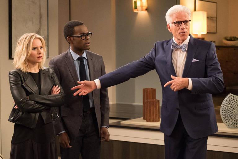"Kristen Bell, William Jackson Harper e Ted Danson em cena da série ""The Good Place"""