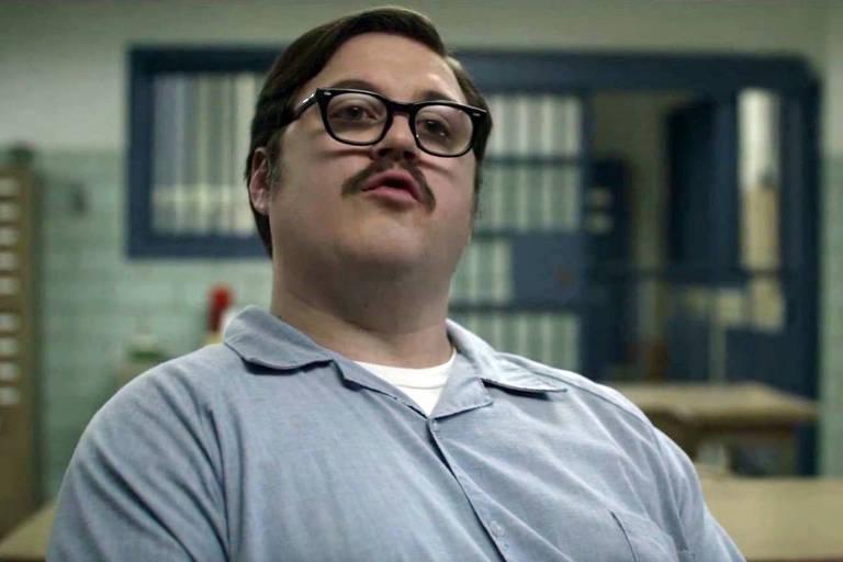 """O ator Cameron Britton interpreta o psicopata Ed Kemper em cena de """"Mindhunter"""", da Netflix"""