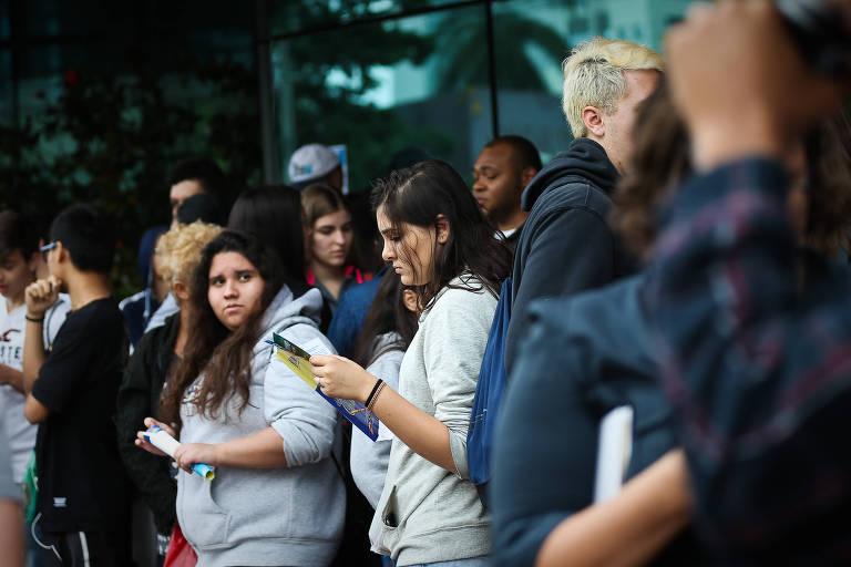 São Paulo, SP, BRASIL- 25-10-2015: Estudantes chegam para a prova do Enem 2015, na Unip Paraíso, na Avenida Vergueiro 1211. (Foto: Zanone Fraissat/ Folhapress) *** COTIDIANO *** EXCLUSIVO FOLHA***