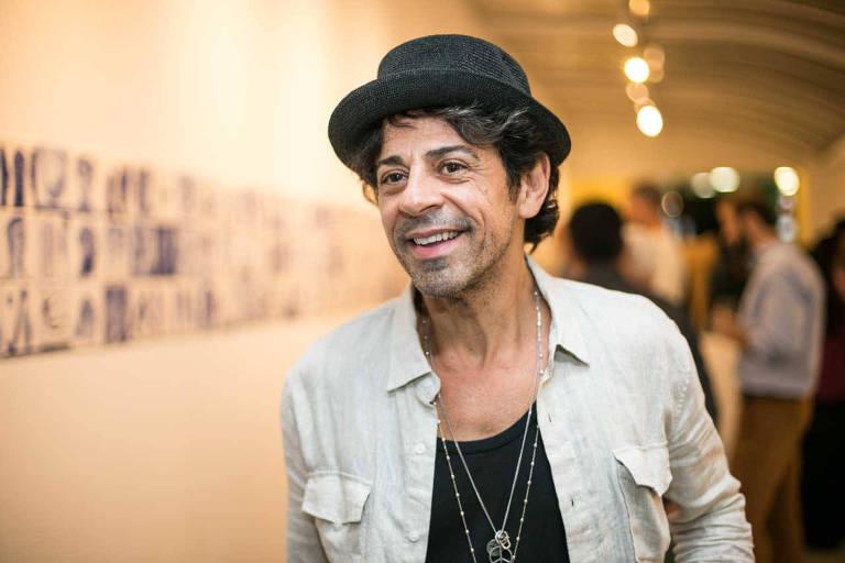 O ator Taumaturgo Ferreira em exposição de arte em São Paulo, em 2015