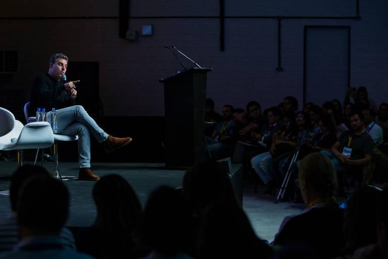 Luciano Huck em palestra em SP