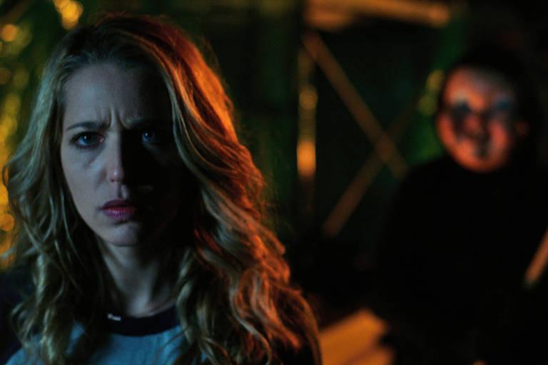 Jessica Rothe em cena do filme 'A Morte te d� Parab�ns!