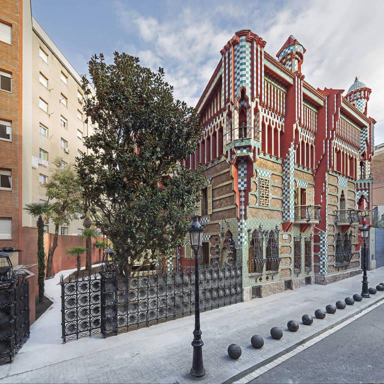 Fachada da Casa Vicens, projetada pelo arquiteto catalão Antoni Gaudí, em Barcelona, na Espanha