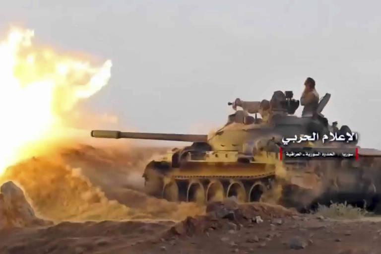 Imagem de v�deo mostra tanque s�rio que participa do confronto para a retomada de Abu Kamal
