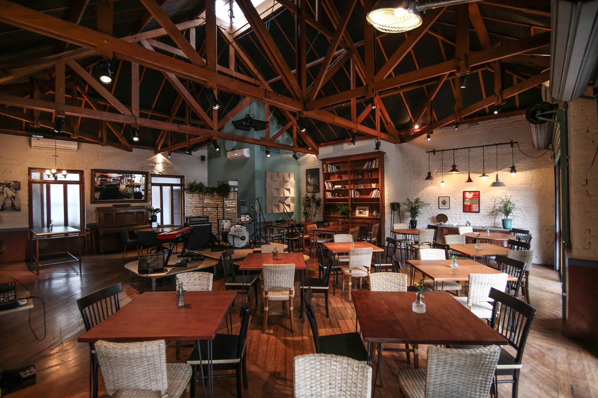 Restaurante em pinheiros bona abre espa o para shows com - Restaurante teatro campos ...