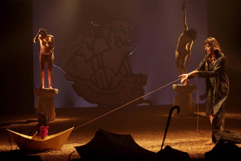 """Cena do espetáculo """"Dilúvio"""", do diretor americano Gerald Thomas"""