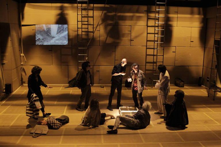 Cena do espetáculo 'Dostoiévski-trip', em cartaz no Centro Cultural Banco do Brasil
