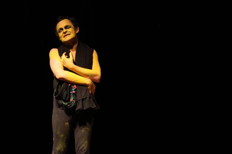 """Espetáculo """"Processo de Conscerto do Desejo"""", estrelado pelo ator Matheus Nachtergaele"""