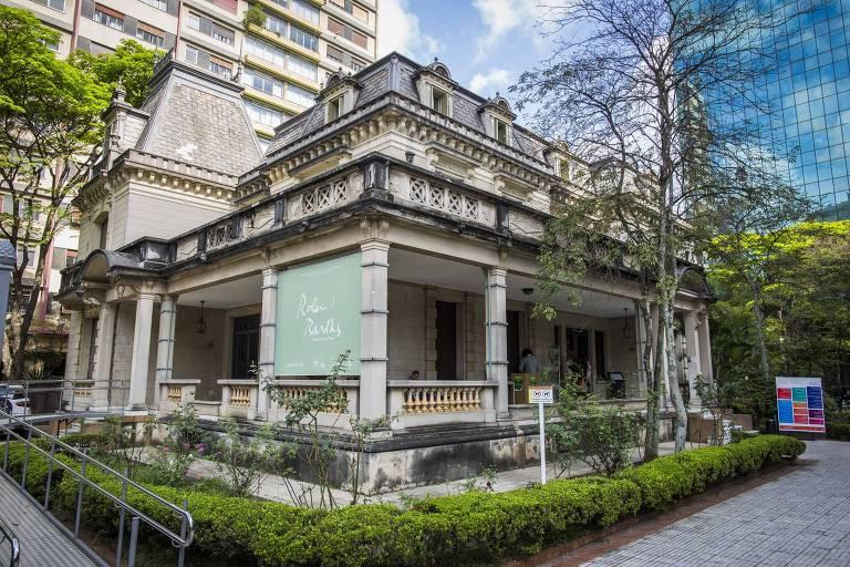 A fachada da Casa das Rosas, na  Avenida Paulista