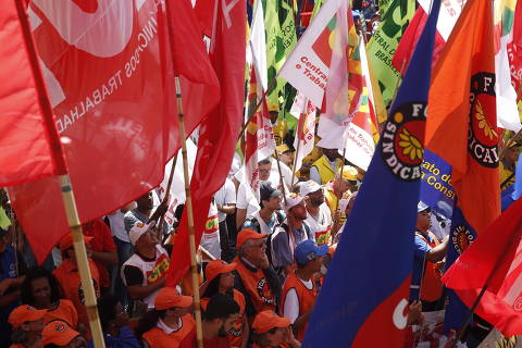 SAO PAULO, SP  BRASIL- 10-11-2017 : Protesto das centrais sindicais contra a reforma trabalhista, que entra em vigor no sábado, e contra a reforma da Previdência. Concentração na Sé às 10h, seguida por caminhada até a av. Paulista  ( Foto: Joel Silva/Folhapress ) ***PODER *** ( ***EXCLUSIVO FOLHA***)