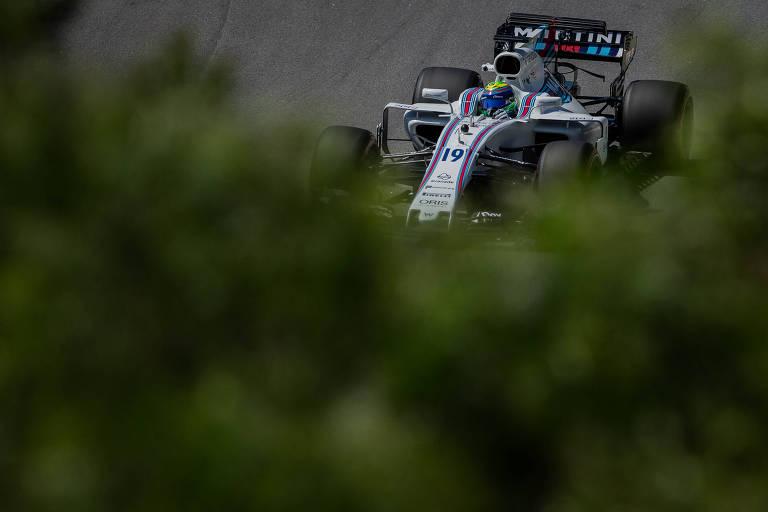 O piloto da Williams, Felipe Massa, durante o primeiro treino livre de Formula 1, nessa sexta-feira, no autódromo de Interlagos, em São Paulo. Domingo acontece o Grande Premio do Brasil de Formula 1