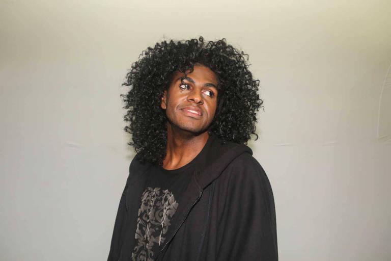 O rapper Rico Dalasam se apresenta neste sábado