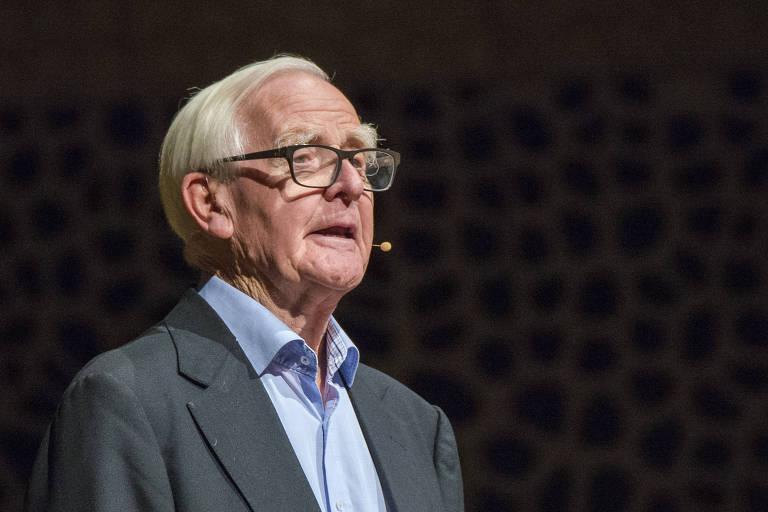 John Le Carr� faz confer�ncia na cidade alem� Hamburgo para promover seu novo livro