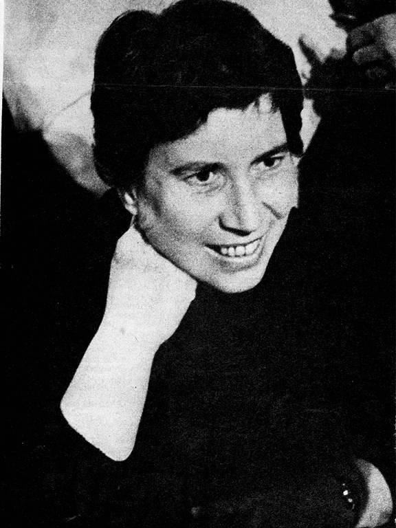 A escritora italiana Natalia Ginzburg (1916-1991)