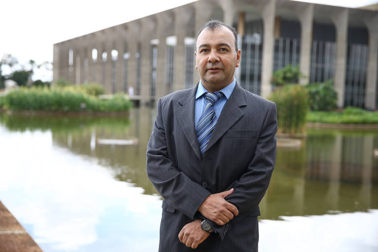 Esperando há três anos resposta de refúgio, ex-promotor boliviano Marcelo Soza passa por dificuldades