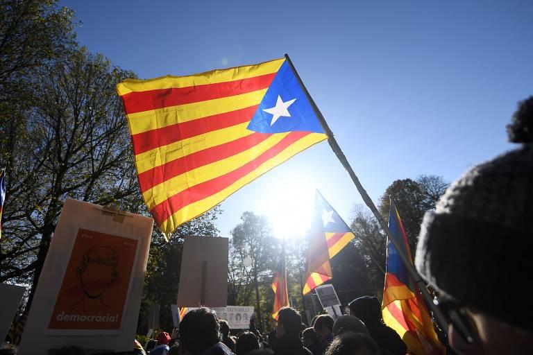 Protesto em Bruxelas em favor do movimento de independência da Catalunha