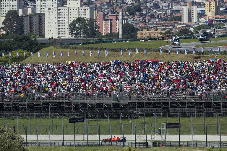 Público acompanha GP Brasil de F-1, em Interlagos, em 2017