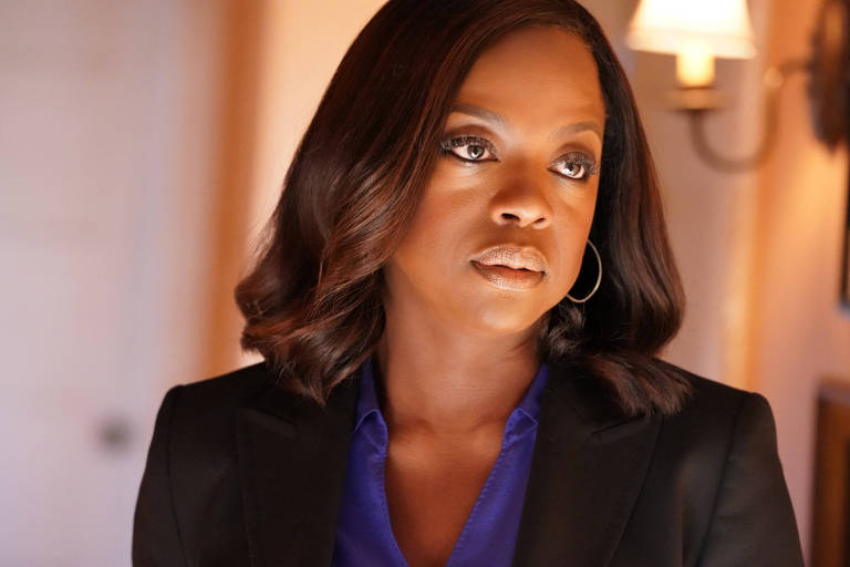 "Viola Davis interpreta a advogada Annalise Keating em cena de ""Como Defender um Assassino"""