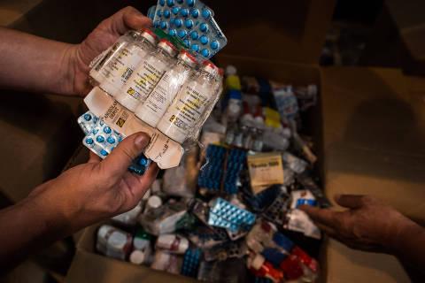 FOZ DO IGUACU, PR, BRASIL, 23-10-2017:  Deposito de Mercadorias apreendidas pela Rreceita Federal. Na foto, remedios e anabolizantes nao permitidos no Brasil. (Foto: Bruno Santos/ Folhapress) ***  FSP-FOTOGRAFIA *** EXCLUSIVO FOLHA***