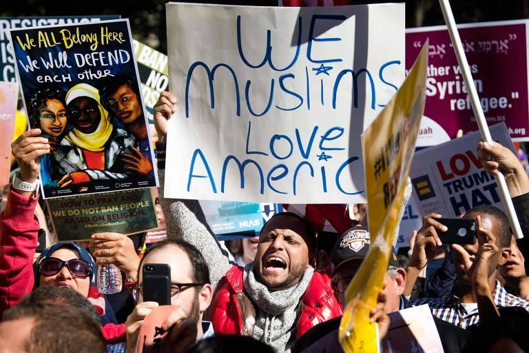 Manifestantes protestam contra decreto que impede entrada de cidadãos de países de maioria islâmica