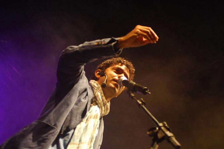 O cantor Jorge Vercillo, 49, recriou o hit