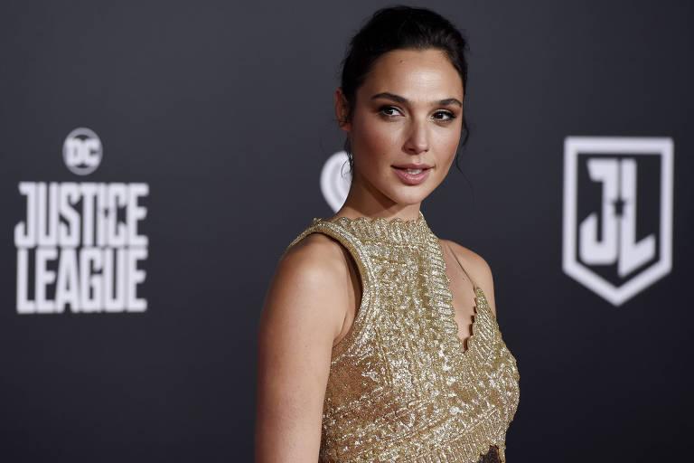 A atriz Gal Gadot disse que s� vai filmar sequ�ncia se o produtor Brett Ratner for exclu�do do projeto