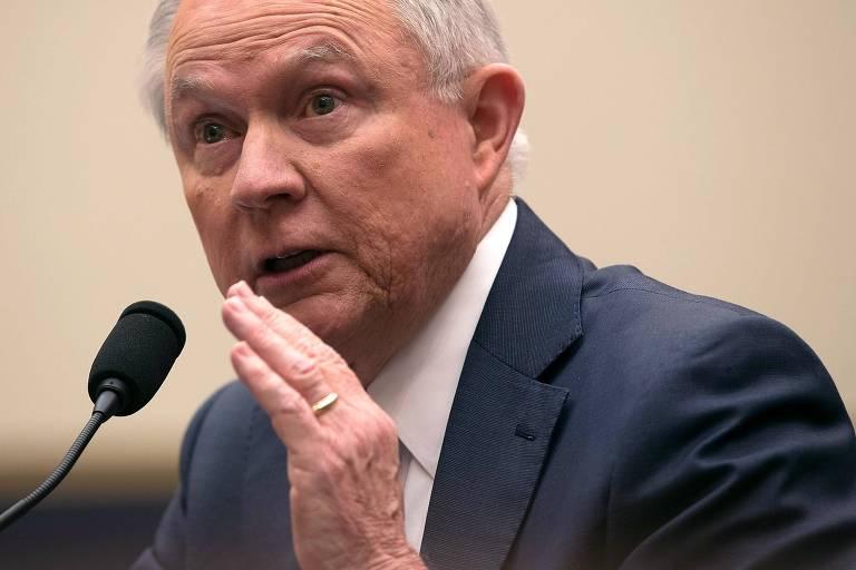 O secret�rio de Justi�a dos EUA, Jeff Sessions, responde a perguntas em comiss�o do Senado