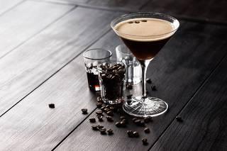 Veja cinco lugares para beber drinques com café ou versões geladas da bebida