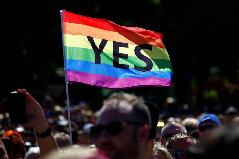 Manifestantes da comunidade LGBT comemoram resultado de consulta sobre casamento na Austrália