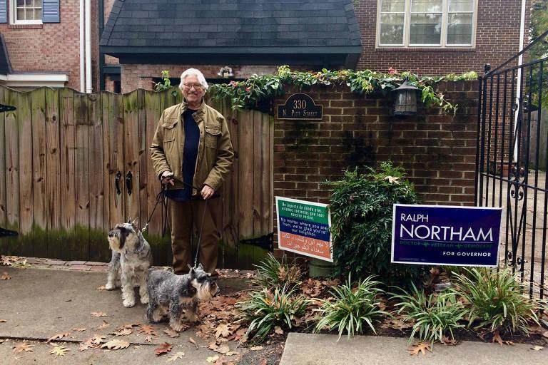 Ronald Rigby, 82, em sua casa, em Alexandria, na Virgínia; ele fez campanha para Ralph Northam