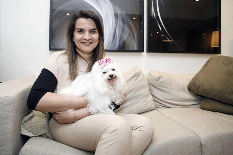 Paula Rubia De Lucca, 41, com Mel, que teve tumor mamário
