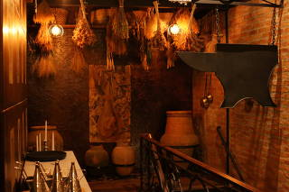 Crítica:Walfenda Medieval é competente casa de carnesem ambiente que lembra Harry Potter