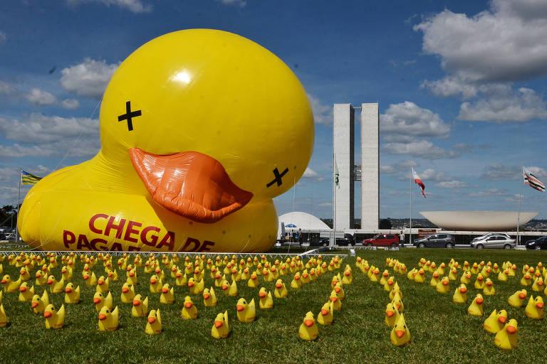 Pato da FIESP (Federação das Indústrias do Estado de São Paulo) em frente ao Congresso Nacional em Brasília