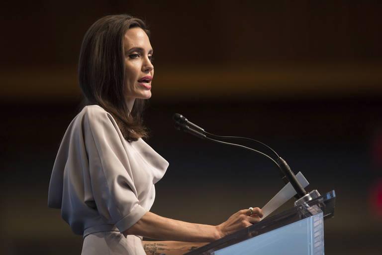 A atriz Angelina Jolie em evento em Vancouver no qual condenou a a��o dos militares de Mianmar