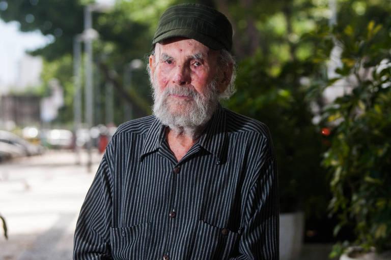 Retrato do artista Frans Krajcberg, na praia do Leme, no Rio de Janeiro