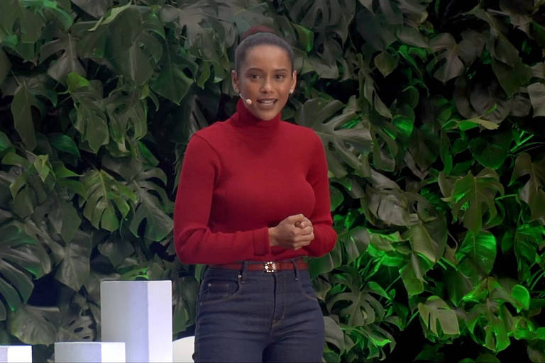 Taís Araújo durante discurso no TEDxSaoPaulo, em agosto de 2017
