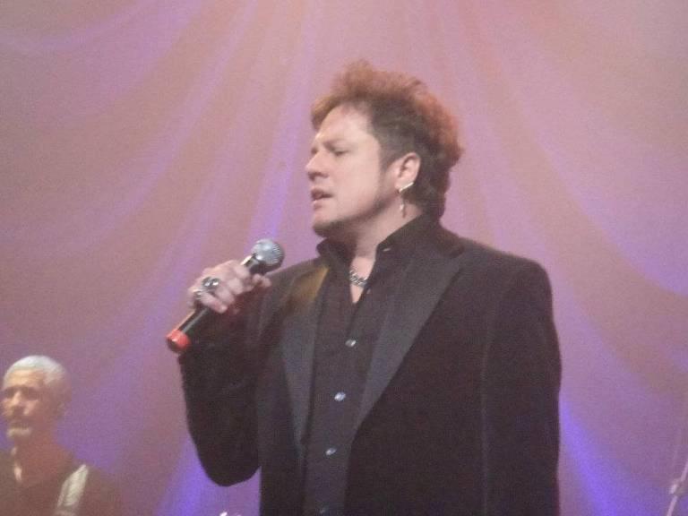 Ricardo Bueno, ex-vocalista da banda Dominó
