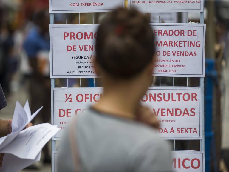 Medo de ficar desempregado cresce mais entre brasileiros menos escolarizados