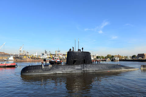(171118) -- BUENOS AIRES, Nov. 18, 2017 (Xinhua) -- File photo taken on June 2, 2014 shows the Argentine submarine ARA San Juan. An Argentinean submarine has lost contact in the South Atlantic with 44 crew on board, military authorities said on Nov. 17, 2017. The ARA San Juan was carrying out a surveillance mission in Argentina's exclusive economic zone near Puerto Madryn, around 1,400 km south of Buenos Aires. (Xinhua/TELAM/Argentinean Army/Juan Sebastian Lobos)