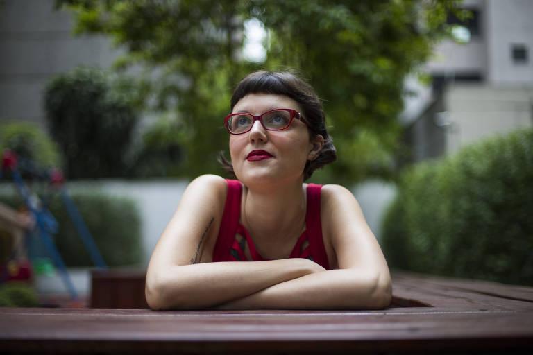 Lígia Romão, 33, vegana há oito anos, usa lista de produtos veganos que pode comprar