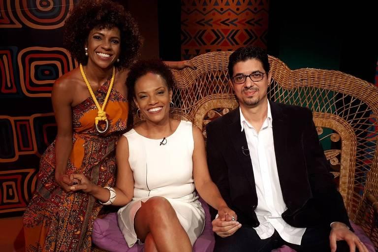 Luciana Barreto conversa com a jornalista Flávia Oliveira e o historiador Amílcar Araújo Pereira