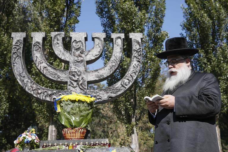 Rabino faz ora��o em lembran�a do Babyn Yar, um dos principais massacres do Holocausto, em Kiev