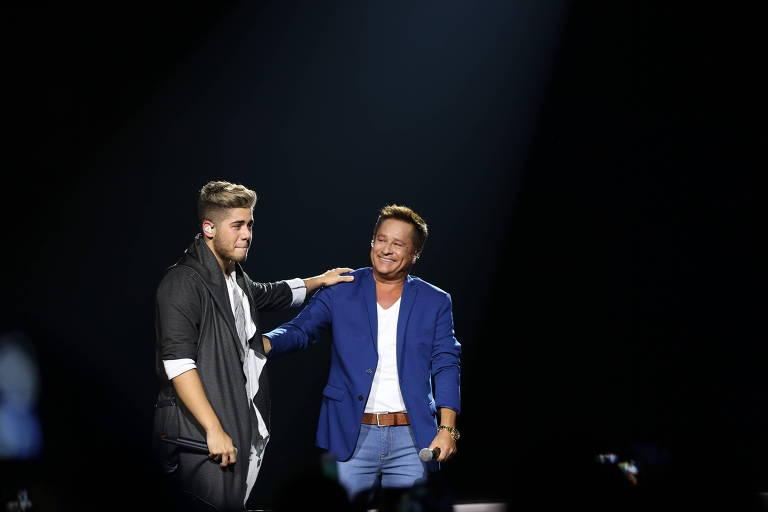 """Zé Felipe canta com o pai, Leonardo, a canção """"Na Mesma Estrada"""""""