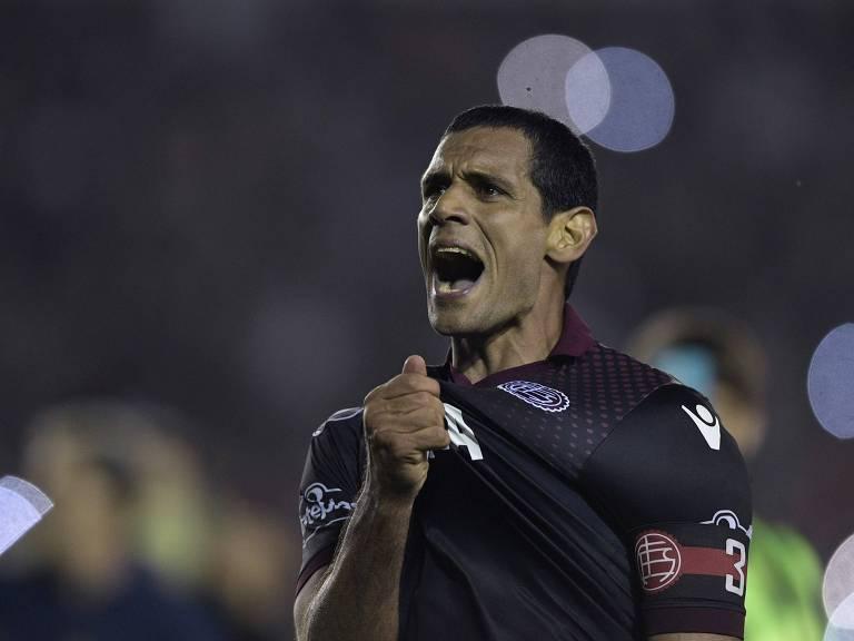 Pepe Sand comemora após a classificação do Lanús em partida contra o River Plate Juan Mabromata - 31.out.2017/AFP