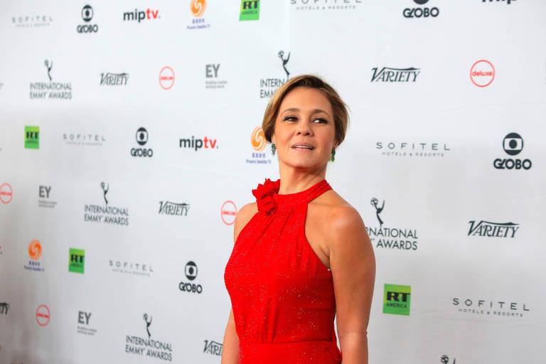 A atriz Adriana Esteves chega ao Emmy Internacional