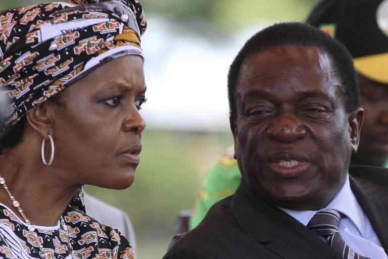 Grace Mugabe (esq.), primeira-dama do Zimb�bue, e Emmerson Mnangagwa, ex-vice-presidente do pa�s